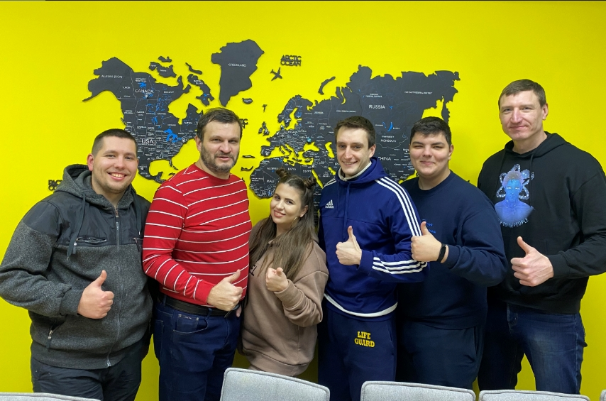 Андрей Фролов с командой Powercode. Андрей — крайний справа. Фото из личного архива Андрея