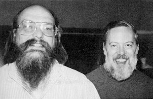 Деннис Ритчи (справа) и Кен Томпсон (слева) Источник: https://en.wikipedia.org/wiki/Dennis_Ritchie