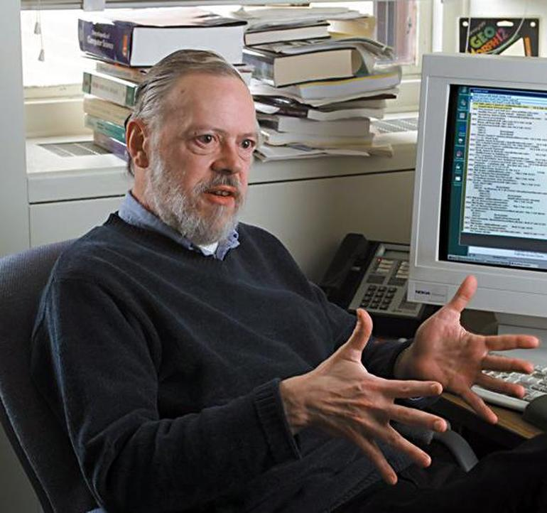 Деннис Ритчи Источник: https://www.zdnet.com/article/without-dennis-ritchie-there-would-be-no-jobs/