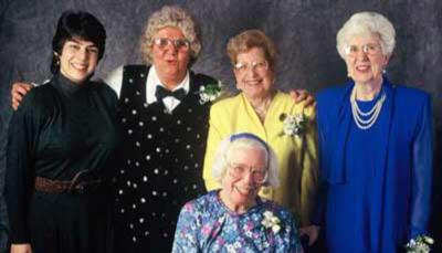 Сверху, слева направо: Кети Клейман, Джин Бартик, Марлин Мельцер, Кей Антонелли Снизу: Бетти Холбертон Источник: http://eniacprogrammers.org
