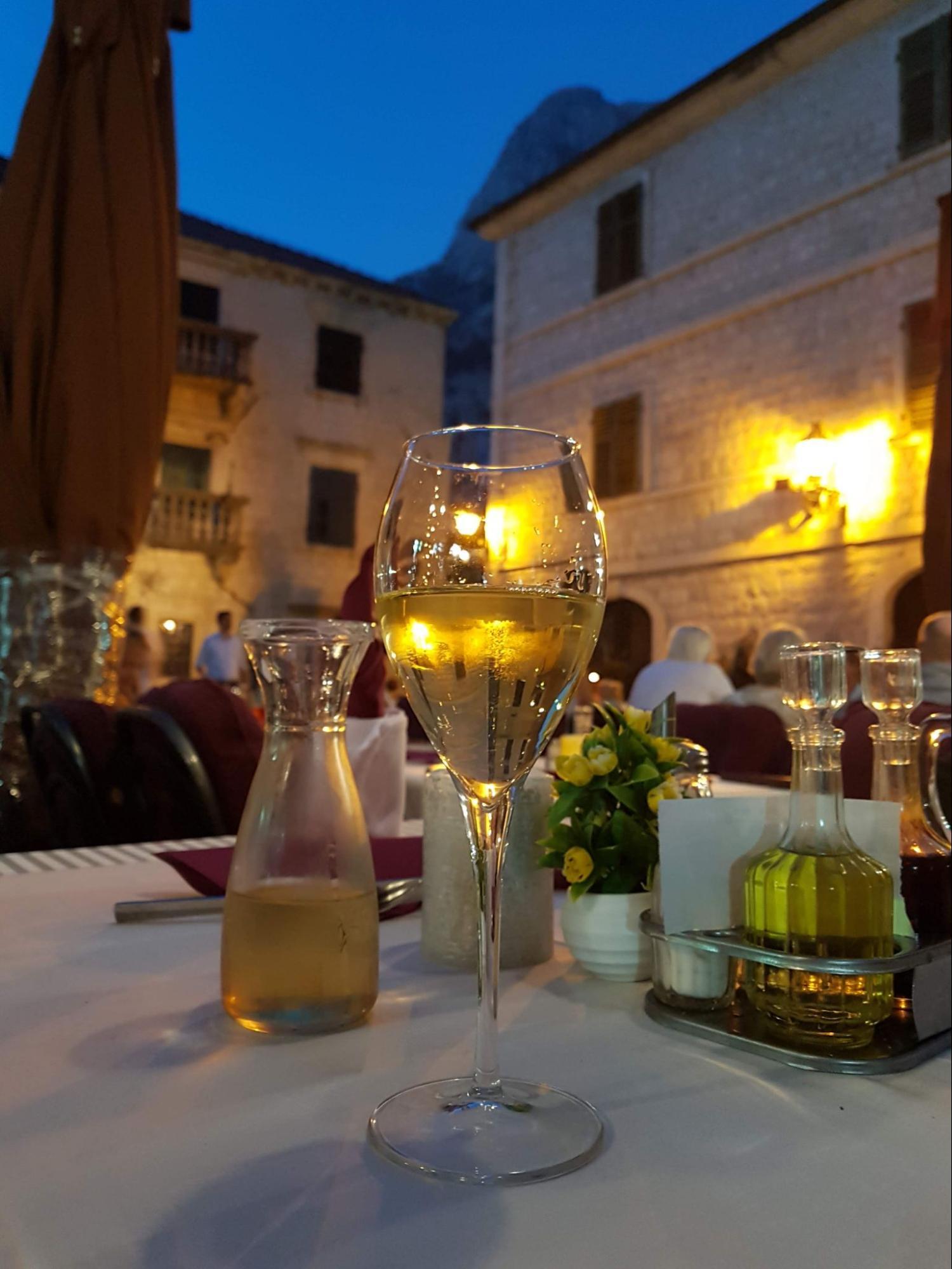 Черногория, Котор. Ужин в старом городе